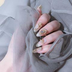 圆形白色钻金属饰品美甲图片
