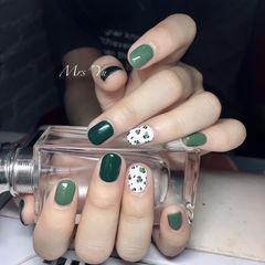 圆形绿色手绘豹纹短指甲美甲图片
