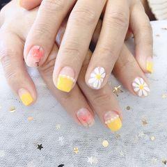 法式手绘简约黄色方圆形红色雏菊珍珠春天美甲图片
