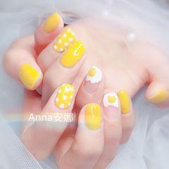 方圆形黄色白色手绘鸡蛋可爱波点美甲图片