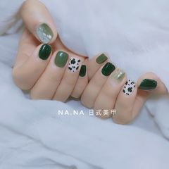 绿色方圆形日式贝壳片豹纹手绘春天美甲图片