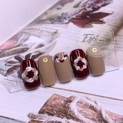 焦糖色酒红色棕色方圆形手绘上班族美甲图片