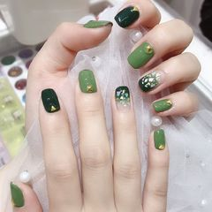 绿色方圆形渐变贝壳片金箔超显白的一款指甲美甲图片