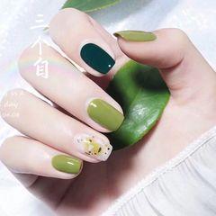 方圆形绿色晕染贝壳片金箔美甲图片