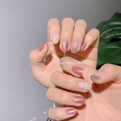 圆形猫眼粉色银色贝壳片美甲图片