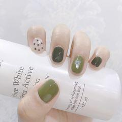 绿色圆形波点贝壳片美甲图片