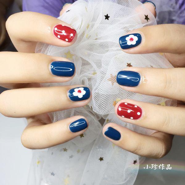 红色蓝色手绘简约方圆形花朵波点美甲图片
