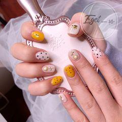 方圆形上班族简约新娘日式波点花朵珍珠黄色美甲图片