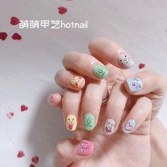 简约可爱方圆形粉色绿色手绘跳色韩式美甲图片