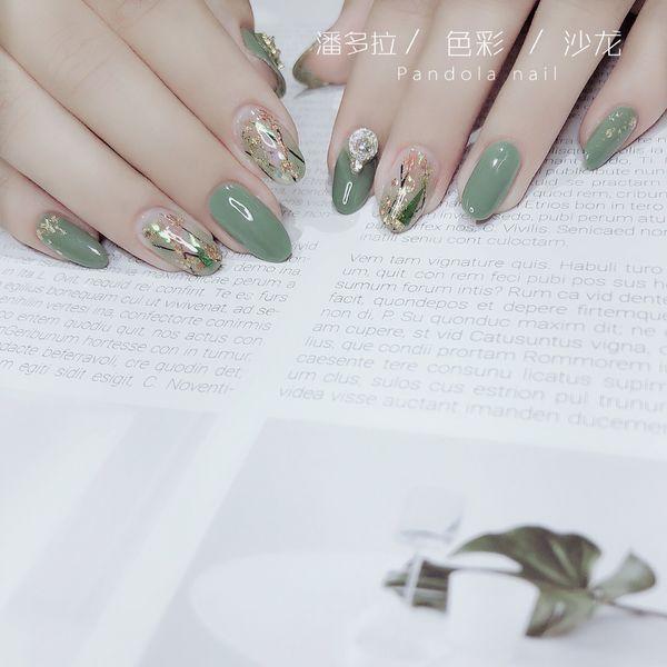 绿色尖形金箔晕染日式美甲图片