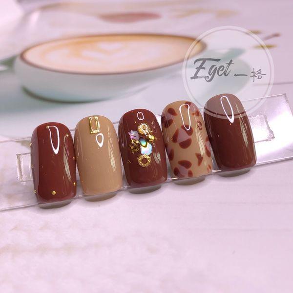 焦糖色棕色方圆形豹纹金箔贝壳片手绘美甲图片