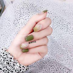 绿色贝壳片渐变法式上班族春的气息春天的气息 超级显手白的绿美甲图片