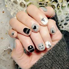 灰色黑色方圆形手绘线条笑脸心形短指甲线条款美甲图片