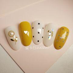 圆形黄色白色波点金属饰品珍珠贝壳片美甲图片