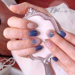 蓝色圆形晕染贝壳片日式简约美甲图片