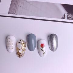 圆形夏天短指甲灰色白色日式金箔手绘花朵美甲图片