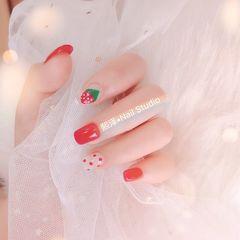 红色方圆形波点跳色手绘水果草莓美甲图片