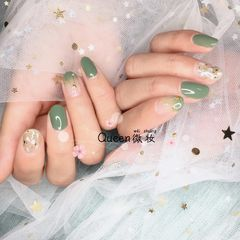绿色圆形夏天贝壳片渐变美甲图片