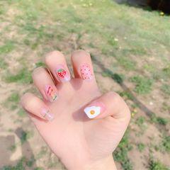 方形简约红色黄色橙色手绘彩虹波点鸡蛋草莓水果夏天美甲图片