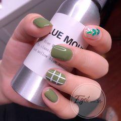 绿色方圆形夏天上班族短指甲简约花朵美甲图片