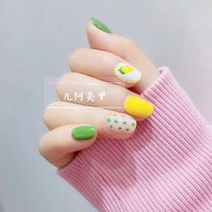 绿色黄色夏天波点柠檬圆形跳色美甲图片