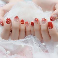 圆形红色渐变星月短指甲美甲图片