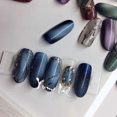 蓝色晕染金箔猫眼石纹圆形#YumoNail与默美甲美睫工作室  「猫眼」石纹 金箔 立体美甲图片