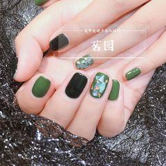 绿色圆形简约跳色金箔贝壳片美甲图片