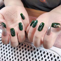 绿色方形镜面银色跳色美甲图片