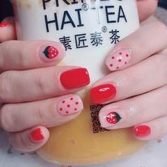 红色方圆形手绘草莓波点夏天美甲图片
