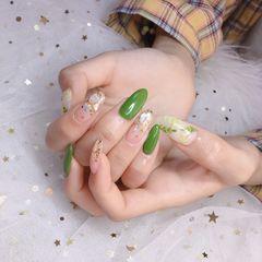 绿色尖形夏天金箔贝壳片树叶手绘美甲图片