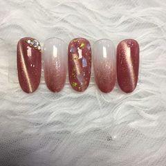 裸色红色贝壳片简约新娘渐变金箔猫眼圆形也是从别人帖子上找到的灵感美甲图片