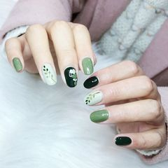 绿色裸色圆形跳色夏天手绘树叶心形美甲图片
