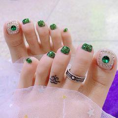 脚部绿色白色钻美甲图片