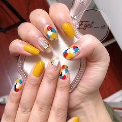 黄色蓝色红色方圆形夏天贝壳片美甲图片