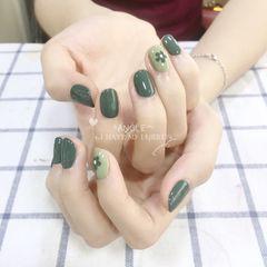 绿色圆形花朵跳色手绘美甲图片