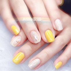 方圆形黄色白色跳色美甲图片