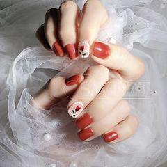 红色方圆形花朵珍珠美甲图片