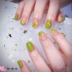 绿色方圆形夏天渐变贝壳片简约美甲图片