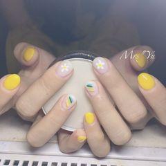 圆形黄色白色手绘彩虹花朵夏天美甲图片