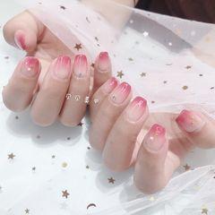 方圆形简约渐变钻粉色美甲图片