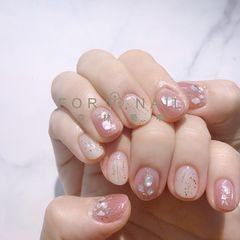 圆形粉色裸色贝壳片金箔短指甲简约上班族美甲图片