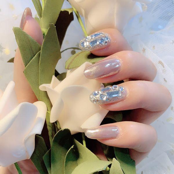 圆形银色钻新娘美甲图片