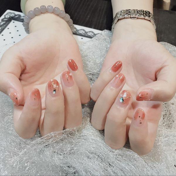 圆形粉色晕染金箔贝壳片水蜜桃色美甲图片