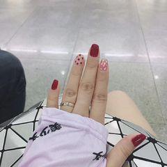 红色方圆形夏天短指甲简约上班族贝壳片晕染金箔美甲图片