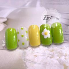 绿色黄色方圆形夏天花朵短指甲波点跳色美甲图片