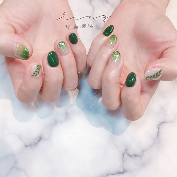 绿色圆形夏天渐变简约美甲图片