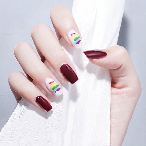 红色白色手绘彩虹美甲图片