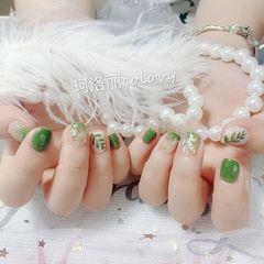 绿色方圆形渐变贝壳片金箔手绘树叶夏天短指甲美甲图片
