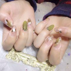圆形绿色晕染贝壳片金箔美甲图片